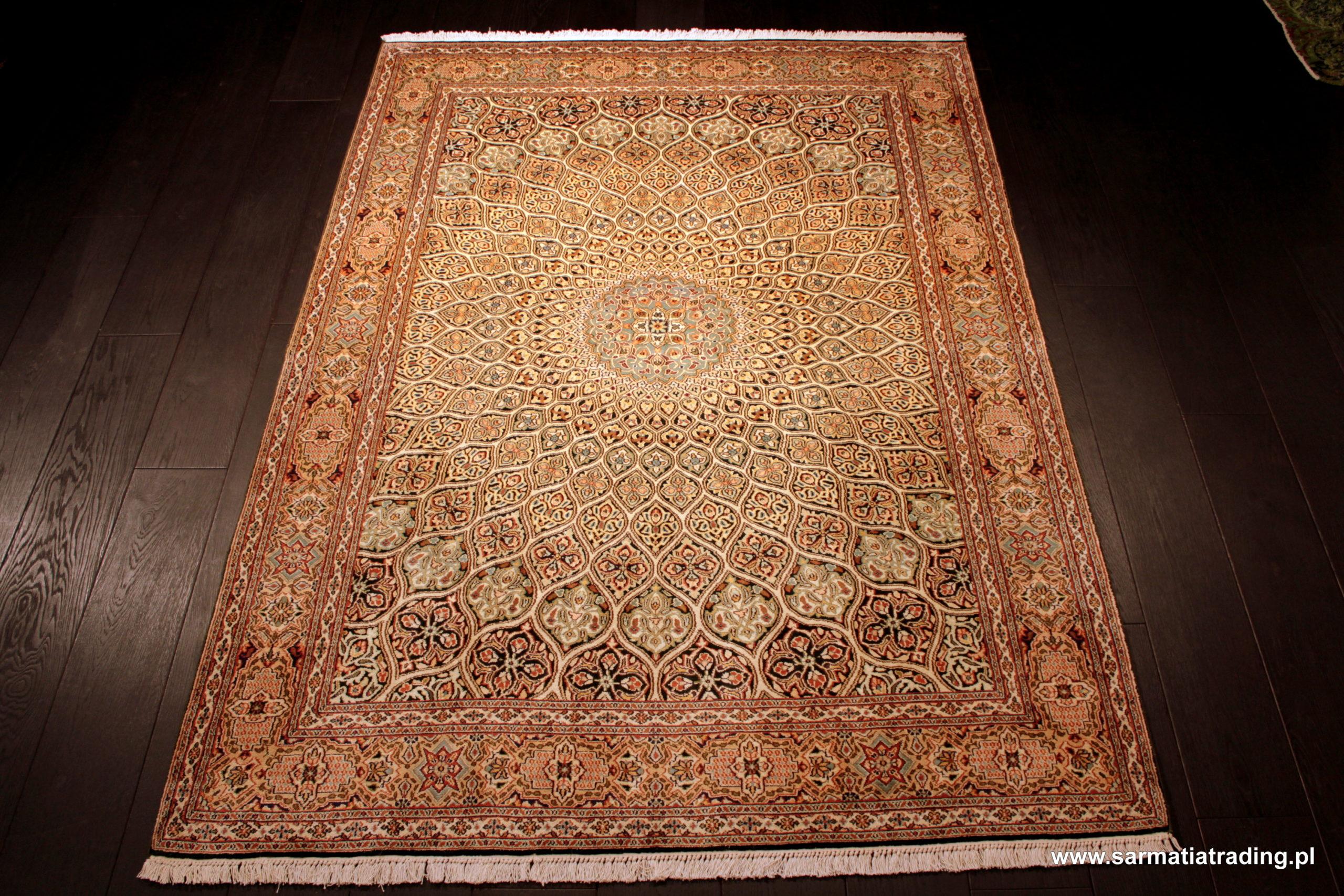 orientalny dywan jedwabny, indyjski jedwab